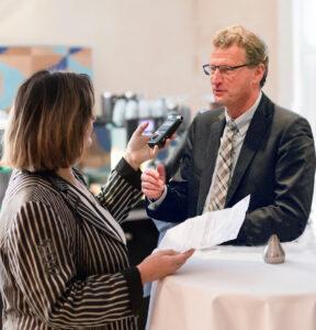 Dr. Buchholz im Interview mit Katharina Schoonejans